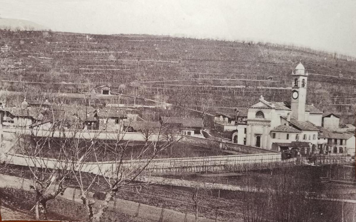 Borgo di Capiago ad inizio Novecento: chiesa e vigneti