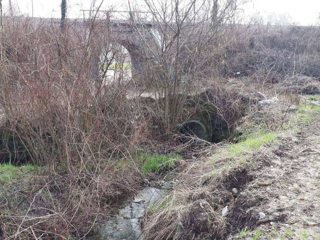 Foto del torrente con galleria della ferrovia