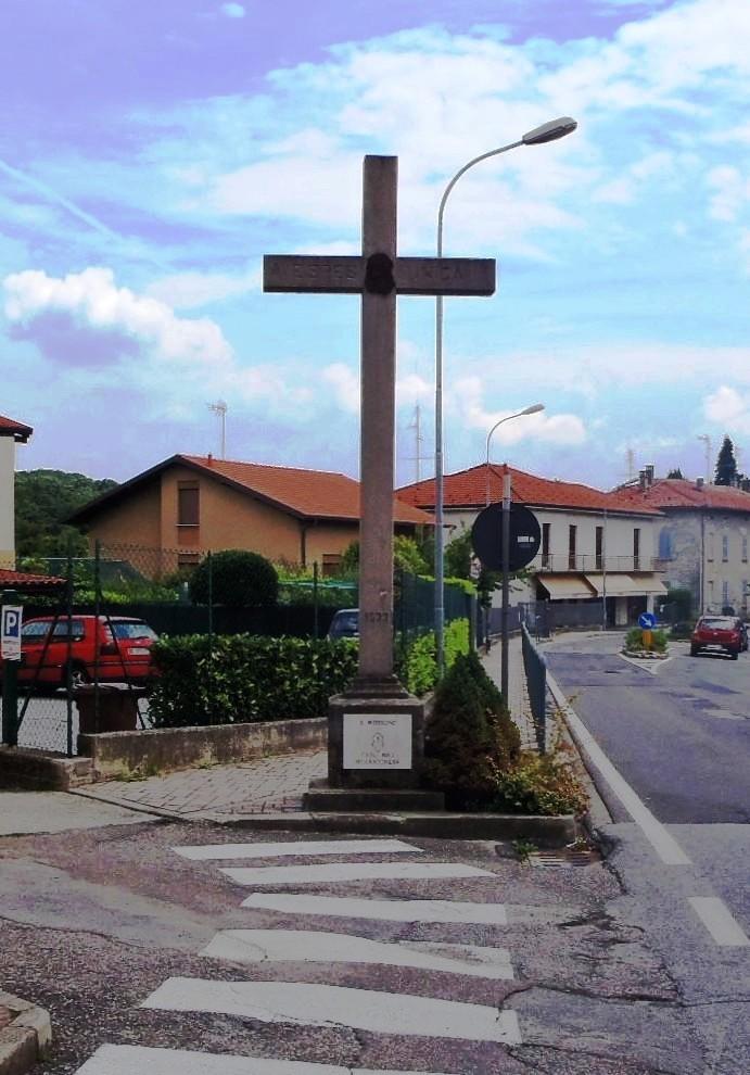 Croce posta a ricordo sante missioni anno 1933 piazza San Pietro a Intimiano