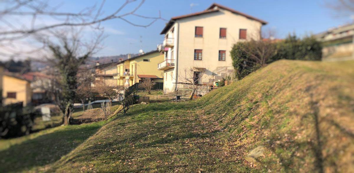 Terreno vigneto in via vigna a Capiago Intimiano